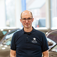Laurent is carrossier bij Peugeot Garage Vanbussel te Peer.